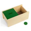 Pudełko z zieloną pokrywką i krążkiem