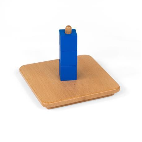 Niebieskie sześciany na pionowym kołeczku-7711